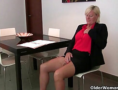 Busty mom fucks in pantyhose while behind