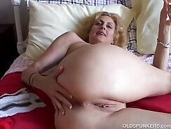 Big Ass Cougar Plays With Her Pussy