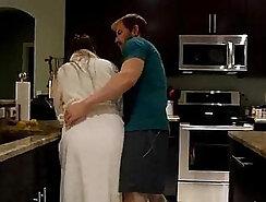 Busty lesbo Melanie Hicks recording this porn scene