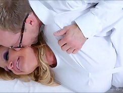 blonde Kelly Madison fuck her white fellow and takes several loads