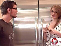 Brown haired hottie blows her boyfriend in front of the mirror