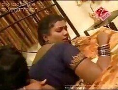 British Indian Summers Mohni Masturbates with Cotton Vigin