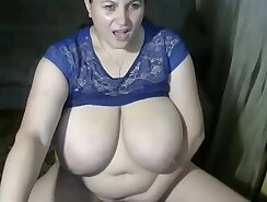 Chubby MILF makes herself cum on cam and looks incredibly sexy